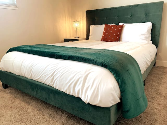 Bedroom with closet, Queen memory foam mattress, drawer space, USB lamp