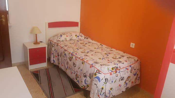 Alquilo habitación en Almácera, a 6 km de Valencia