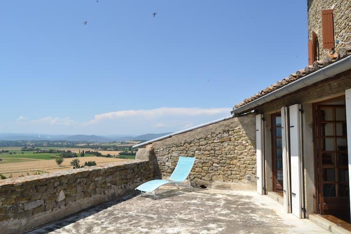 Chambre avec s. de b. et terrasse privées