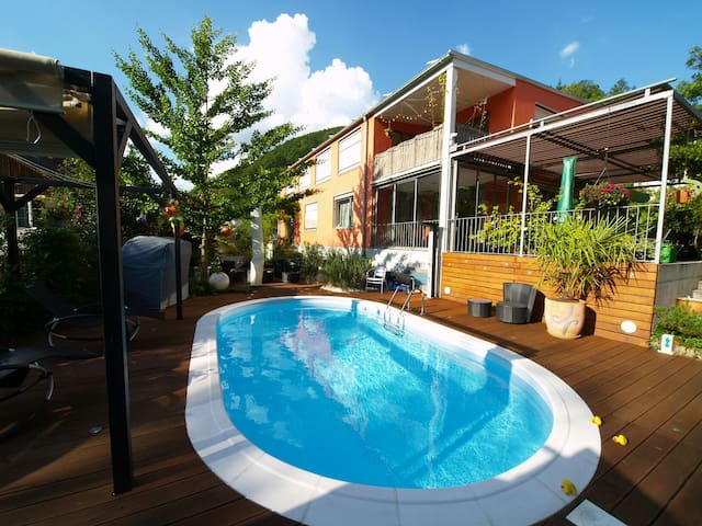 Modern Apartment with pool. - Zunzgen - Ev