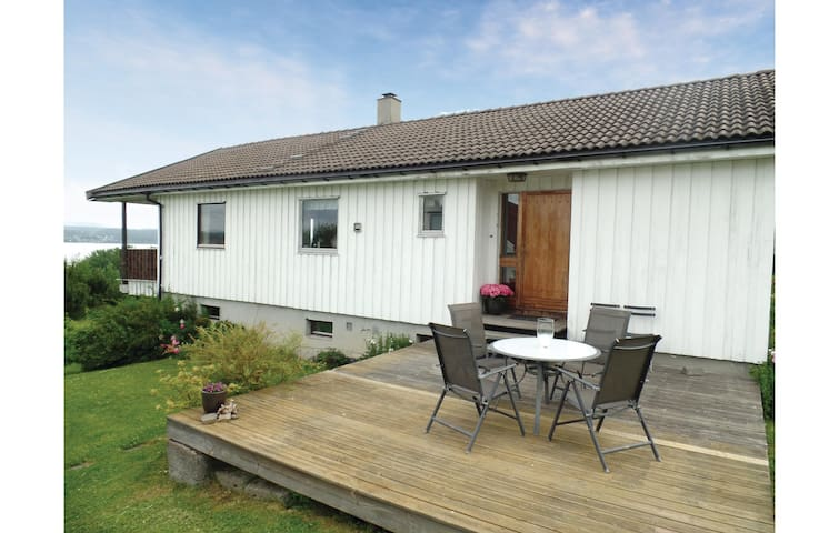 Holiday cottage with 3 bedrooms on 104m² in Vikersund
