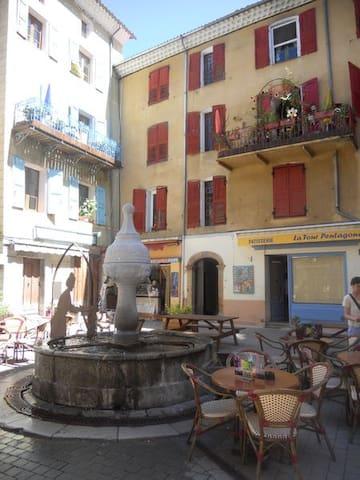 Bilocale 2 stelle - Castellane - Appartement