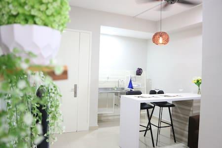 Ann's Riverfront Studio A88