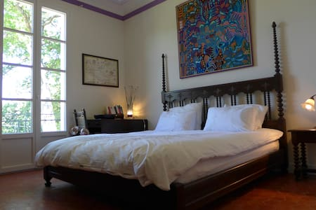 Mexican-style room in 19thC lodge with pool - Saignon - Bed & Breakfast