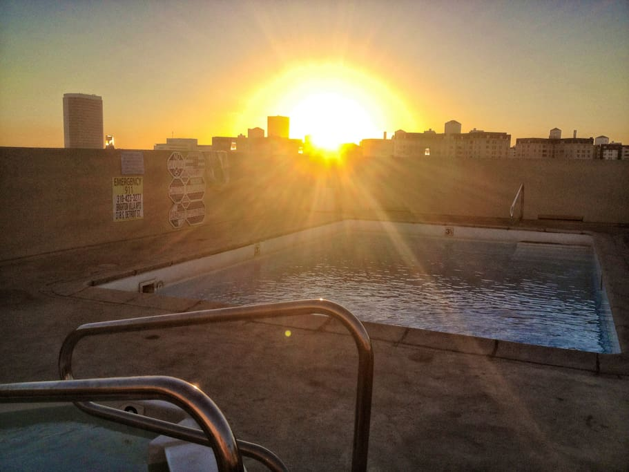 The jacuzzi is awesome at night and hotter than a bath!