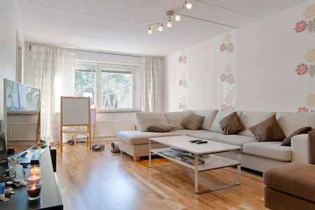 Relaxing room by the Airport - Märsta - Apartment