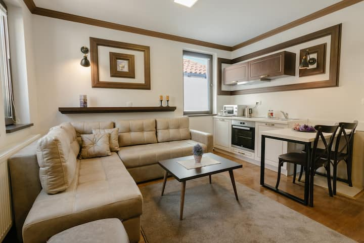 Deluxe Apartment in the Heart of Old Town