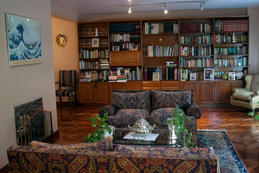 Comfortable sitting room, overlooking Callao Avenue.