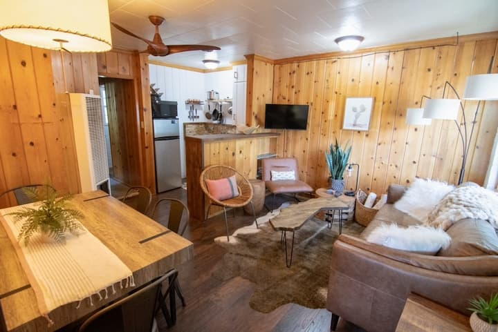 Thousand Island 2 Bedroom Suite at Lake Front Cabins (Unit 7)