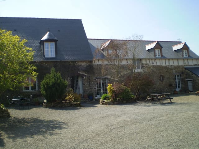 Renovated Farmhouse Nr Mt St Michel - Saint-Broladre - House