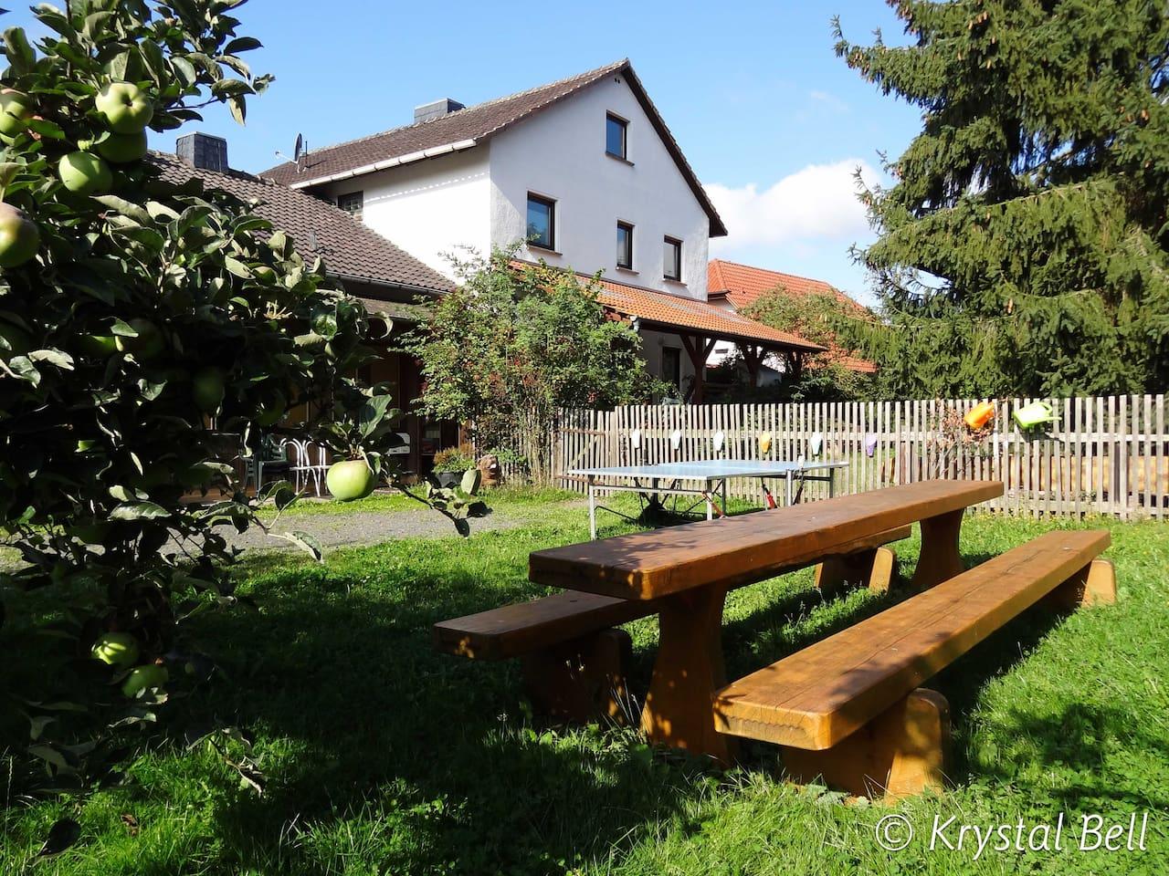 Garten mit Sitzgelegenheiten