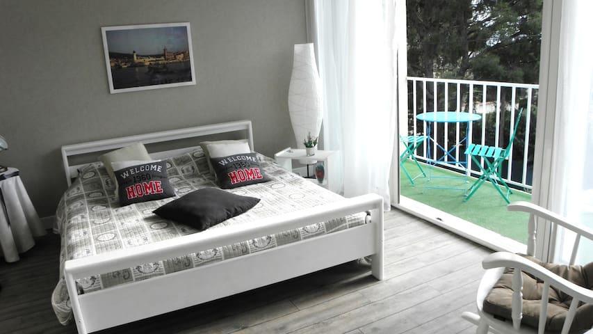 Chambre d'hôte LA CIOTAT, parking - La Ciotat - Bed & Breakfast