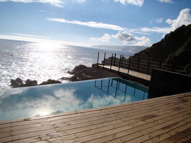 Lujo de vista frente al mar, pueblo de Quintay