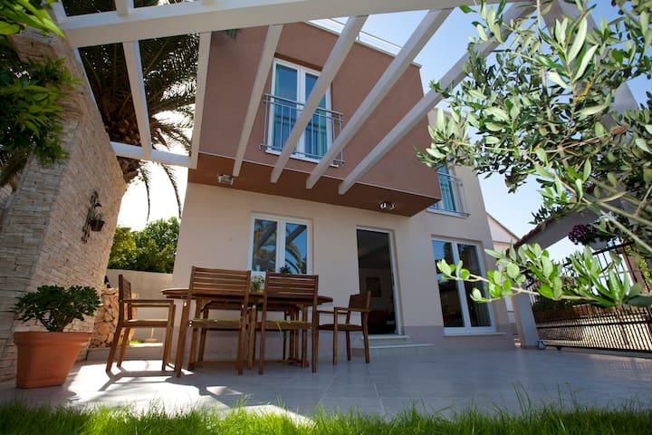 Villa Zara Trogir - Mastrinka - Villa