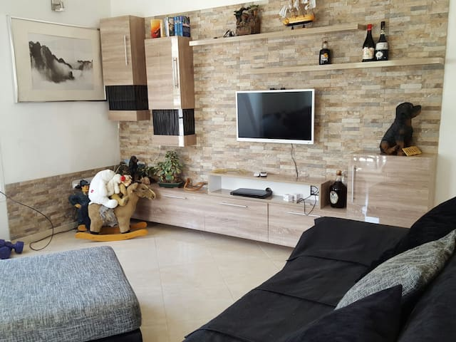 2 Bed Lux Apt with swimming pool