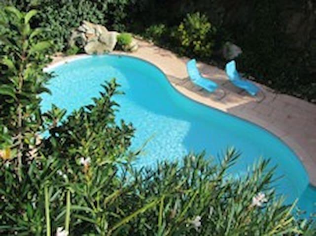 appartement 35 m2 CLIM 2 à 4 personnes + piscine.