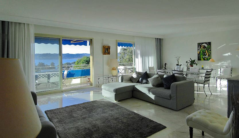 Panoramic 3 bed Penthouse Apartment in Cap Antibes - Antibes - Appartement