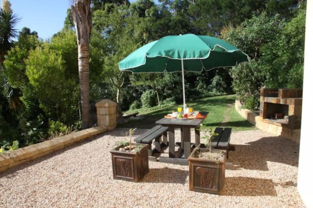 Lourie Flat with outside sitting area and BBQ Area