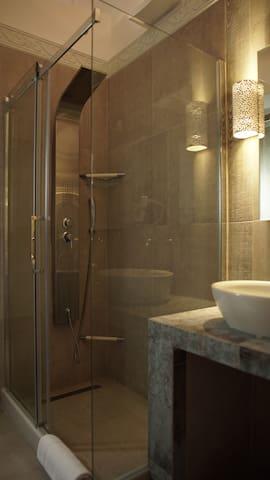Bathroom 2 Jacuzzi