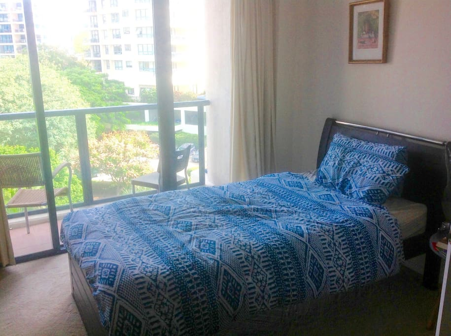 Very comfortable King single bed