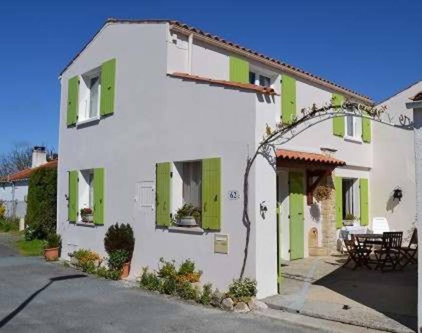 Maison de vacances avec sa cour sur l 39 le d 39 ol ron casas for Location maison avec piscine ile d oleron