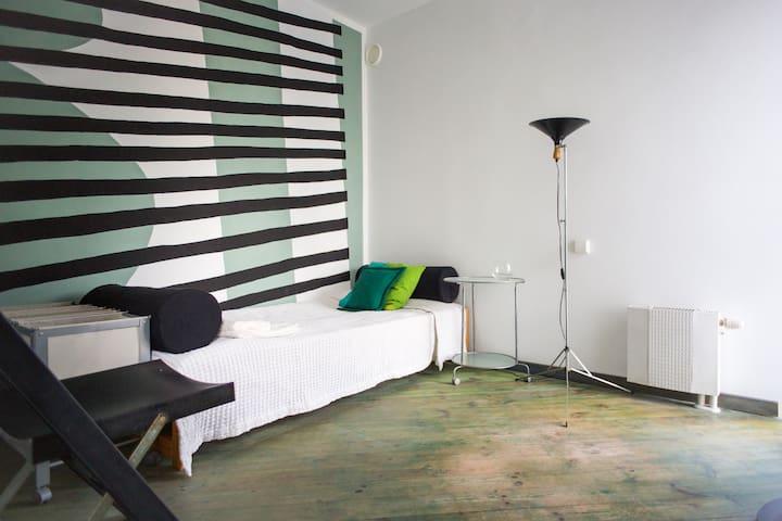 B31 - art room N - single - Warszawa - House