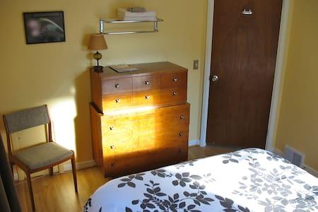 Clean Quiet Cozy Burlington Room - Casa