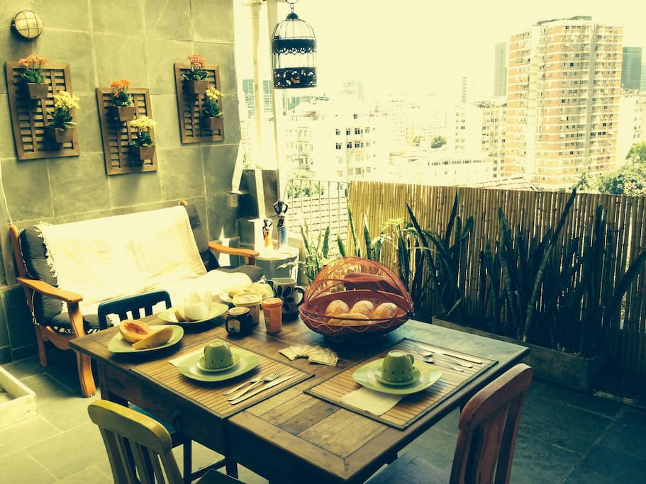 Your Home in Rio1 (with Breakfast)