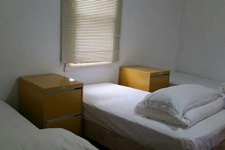 Melbourne Garden Hostel Room2 - Springvale - Ev