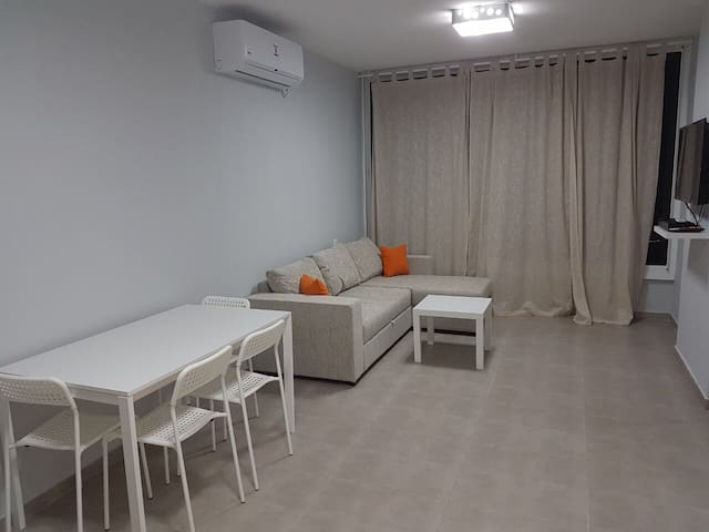 COMFORTABLE 2 ROOMS,JABOTINSKY ( Until 5 guests)