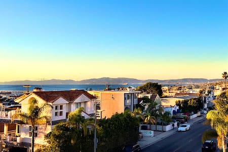Ocean View Apt with Amazing Rooftop Deck - Hermosa Beach