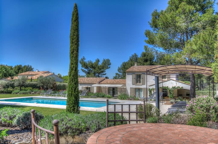 Superb Air Conditioning Villa, Pool Heated at Eyga