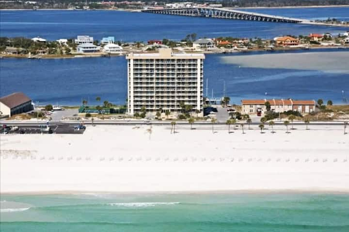 Island time! Beautiful retreat on Pensacola Beach
