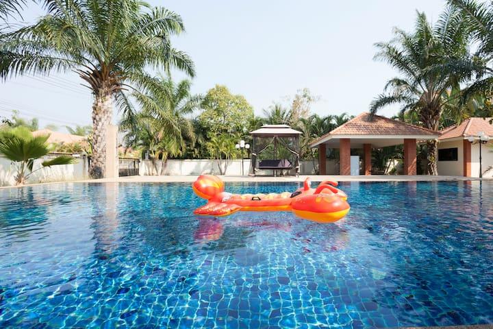 100 flat super pool。Free bus service。have BBQ,bar。 - sanphaphao,sansai - Bed & Breakfast