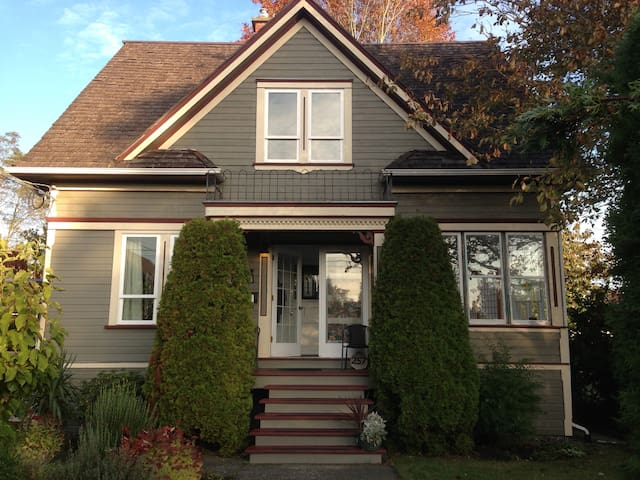 Old Orchard Heritage Home Single Room - Courtenay - Casa