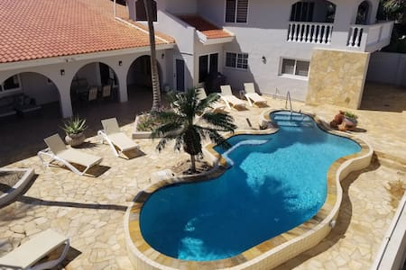 Location!!! Aruba Villa, discounts for US military