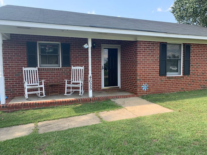 Cute home minutes from Shaw AFB. Pet friendly!