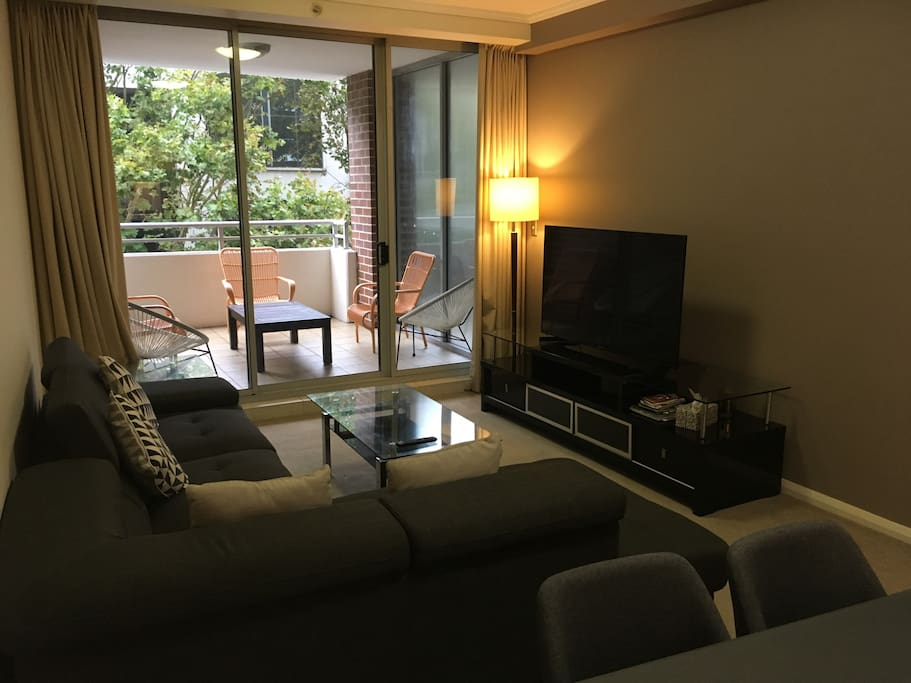Lounge with 55 inch smart TV including Netflicks