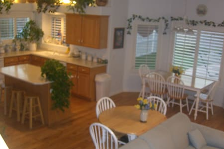 Sleeps 24, with a private pool! - St. George - Haus