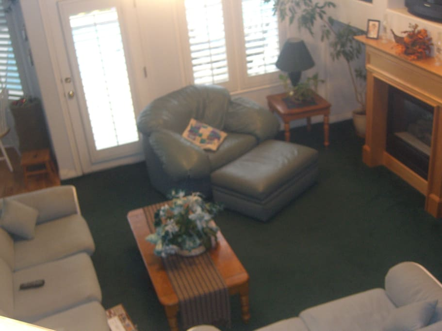 The family room has a gas fireplace, a 50-inch LED Smart TV, Blu-ray player, stereo CD player and DirecTV.