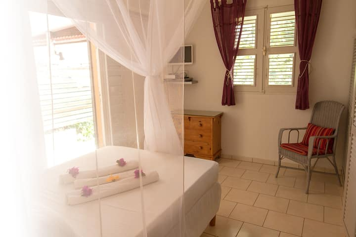 Studio 1 to 2 persons + garden, 5mn from the beach