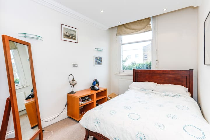 Private Stylish Apartment close to Central London