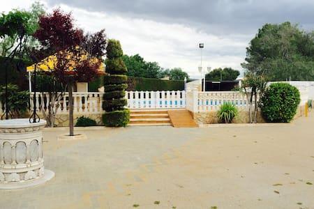 Chalet de campo con piscina privada - Las Virtudes