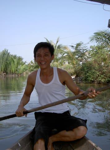 Une balade en barque avec notre ami Dung...