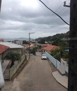 Governador Celso Ramos casa praia de Calheiros