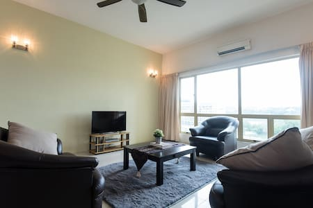 Spacious 3BR Condo w/Parking and Great Lake View - Seri Kembangan