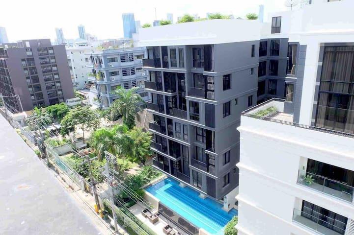 Cozy Luxury Condominium@very convenience location