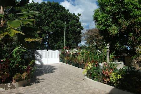 La Guadeloupe Autrement - Port-Louis