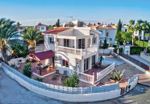 Villa Antigua. Stunning 3BDR VILLA with pool