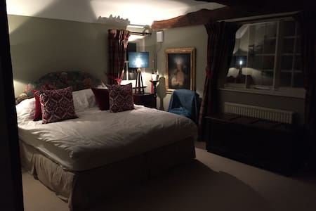 Cozy super kingsize room - Sulhamstead